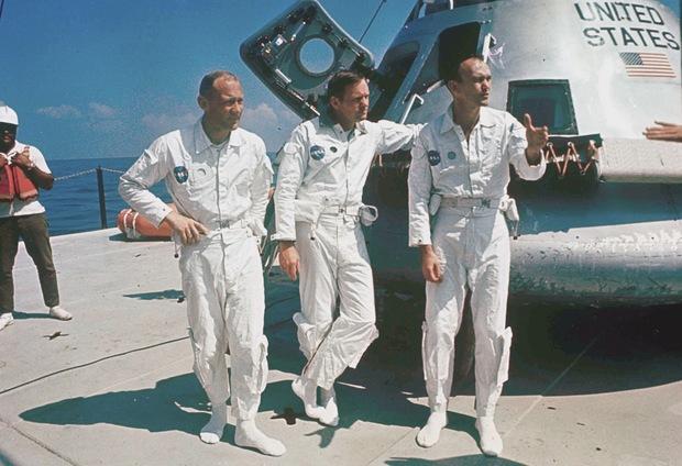 Kozmonauti Apolla 11: (zľava) Col. Edwin E. Aldrin, Neil Armstrong, Michael Collins.