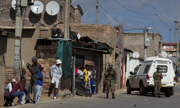 Nárast prípadov koronavírusu: Južná Afrika opätovne zavádza zákaz alkoholu
