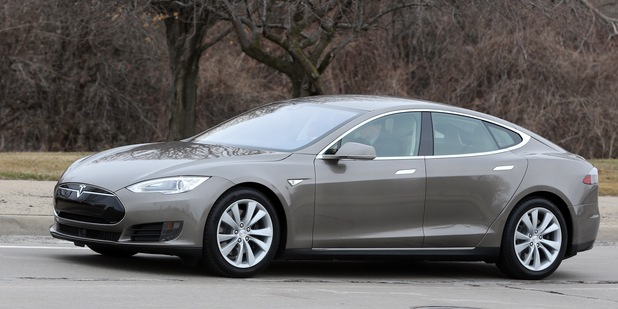 Bola príliš drahá: V Nemecku musia bonus na elektrický automobil Tesla S vrátiť