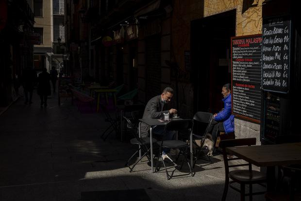 Siestanomika: Socialisti v Španielsku presadili celonárodný test štvordňového pracovného týždňa