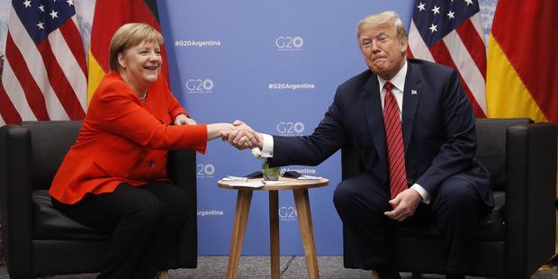 Politico: Trump pôjde cestou konfrontácie, clá na európske autá čakajme vo februári