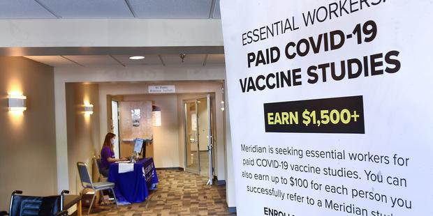 Neprehľadné dohody a vakcinačný nacionalizmus: Ako sa privatizuje výskum financovaný z verejných zdrojov