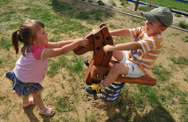 Ak chcete, aby vaše dieťa v dospelosti dobre zarábalo, malo by sa čo najviac hrať