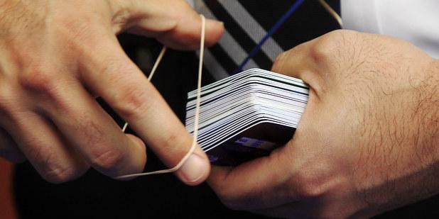 Vie niečo, čo my ostatní nie? Chlapík z Guinessovej knihy rekordov má 1497 kreditných kariet