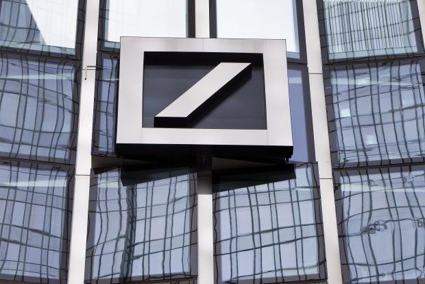 Forbes: Pranie špinavých peňazí je bankový fenomén