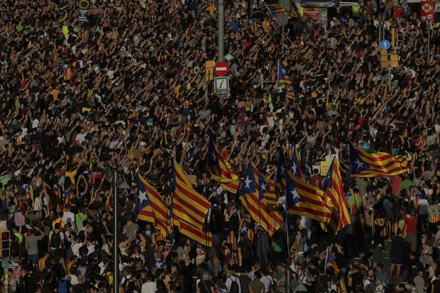 El País: Prvé španielske banky a firmy sa už sťahujú z Barcelony