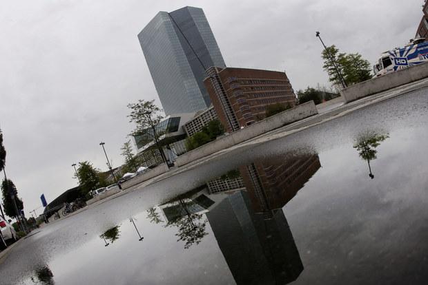 Ekonómovia ECB tvrdia, že dokážu jednoducho predpovedať vývoj kurzov