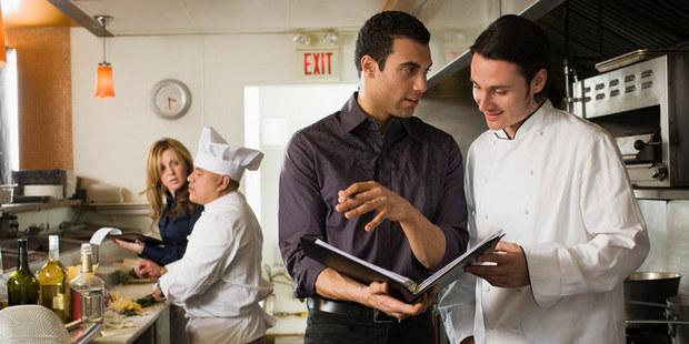 V lepšej spoločnosti: 12 nováčikovských chýb pri návšteve reštaurácie na úrovni