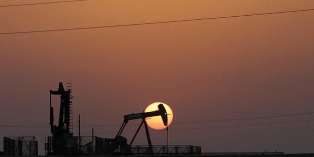 Plné zásobníky a pokles dopytu: Cena ropy môže klesnúť na 10 dolárov za barel