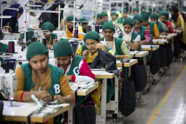 Šijú pre známe odevné značky, zarábajú najmenej na svete