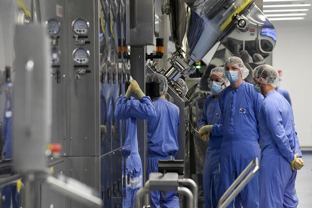 Kto zarobí na pandémii: Sú zisky veľkých farmaceutických firiem oprávnené?