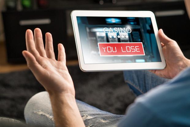 Koľko peňazí sa točí vo svete online hazardu?