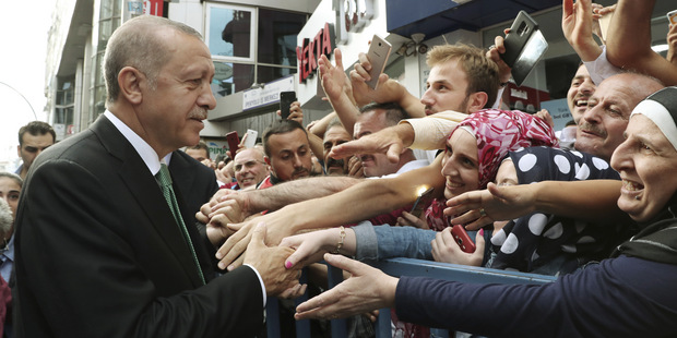 Turci už majú plán na zmiernenie obáv na trhu: Nekupujte doláre, odkazuje Erdogan