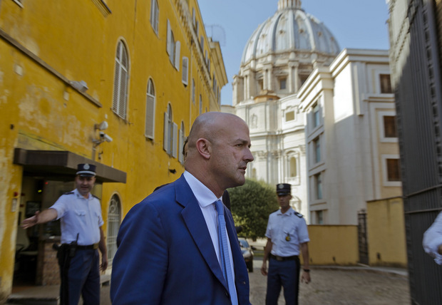 Investigatívny novinár: Vatikánu hrozí, že za štyri roky zbankrotuje