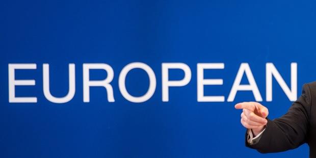 Európske akcie: Proti vetru sa močiť nedá, ale niekedy sa to oplatí vyskúšať