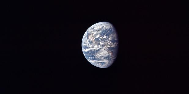 Miniem miliardy na vesmír, pretože si ničíme Zem