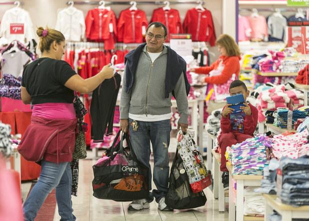 a3d2196f7e43 Vianočné nákupy  Oplatí sa vycestovať za nimi do zahraničia ...