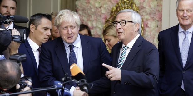 Brexit s dohodou: Junckerov optimizmus posilňuje libru