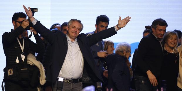 Argentína po voľbách: Prekvapenie prinieslo pád akcií aj meny