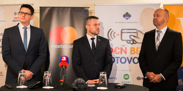 Zľava Martin Peter, MFSR, Peter Pellegrini a Rastislav Vallo, predseda ZBK