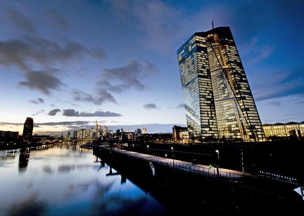 ECB riziko pádu eurozóny do recesie nevidí