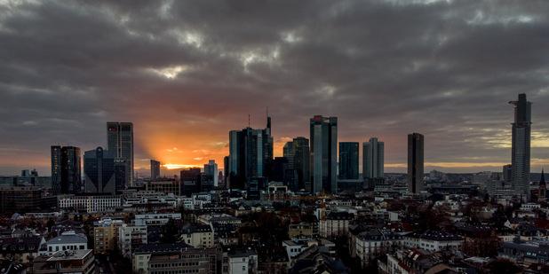 Európske banky koronakrízu zvládajú, stále však čelia dvom veľkým výzvam