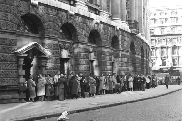 Zbytočne zabitý čas: Priplaťte si a čakať v rade už nemusíte