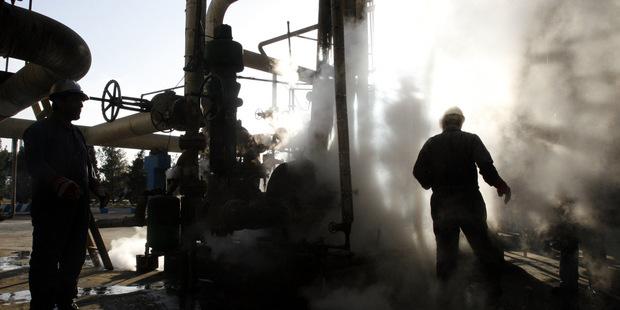 Ceny ropy na kolenách: Čo to znamená pre spotrebiteľov a investora?