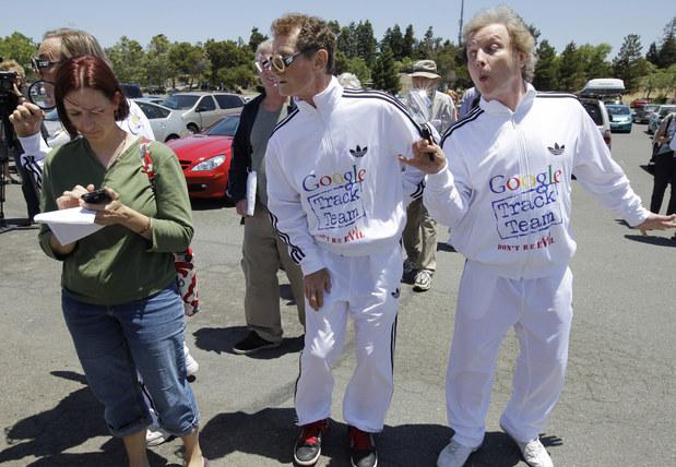 Protest pred sídlom Google proti zhromažďovaniu údajov o užívateľoch  bez ich osobného súhlasu