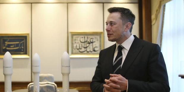 Elon Musk kúpil akcie vlastnej firmy za 25 miliónov dolárov deň po tom, čo prepustil 9 % zamestnancov