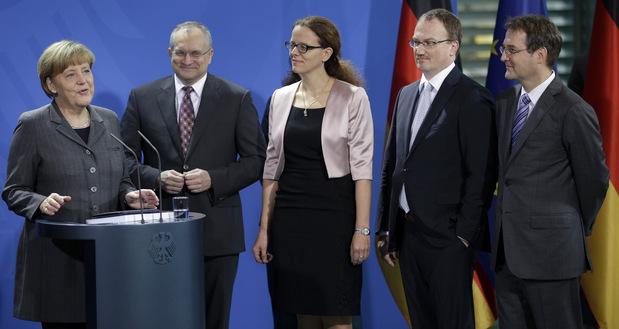 Isabel Schnabelová (v strede)