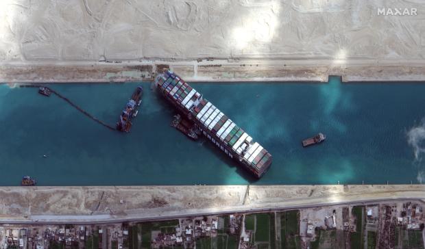Veľké kovové škatule: Štandardizované lodné kontajnery na pozadí globálnej ekonomiky