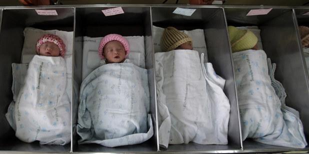 Chýbajúca pôrodnosť: Problém starnutia populácie nemusí byť pre krajinu katastrofou