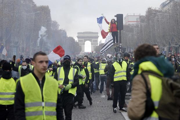 Žlté vesty nedokážu ponúknuť riešenia ekonomických problémov Francúzska