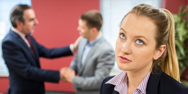 Prieskum: Byť ženou na Wall Street je stále ťažké, ale muži si toho vôbec nevšímajú